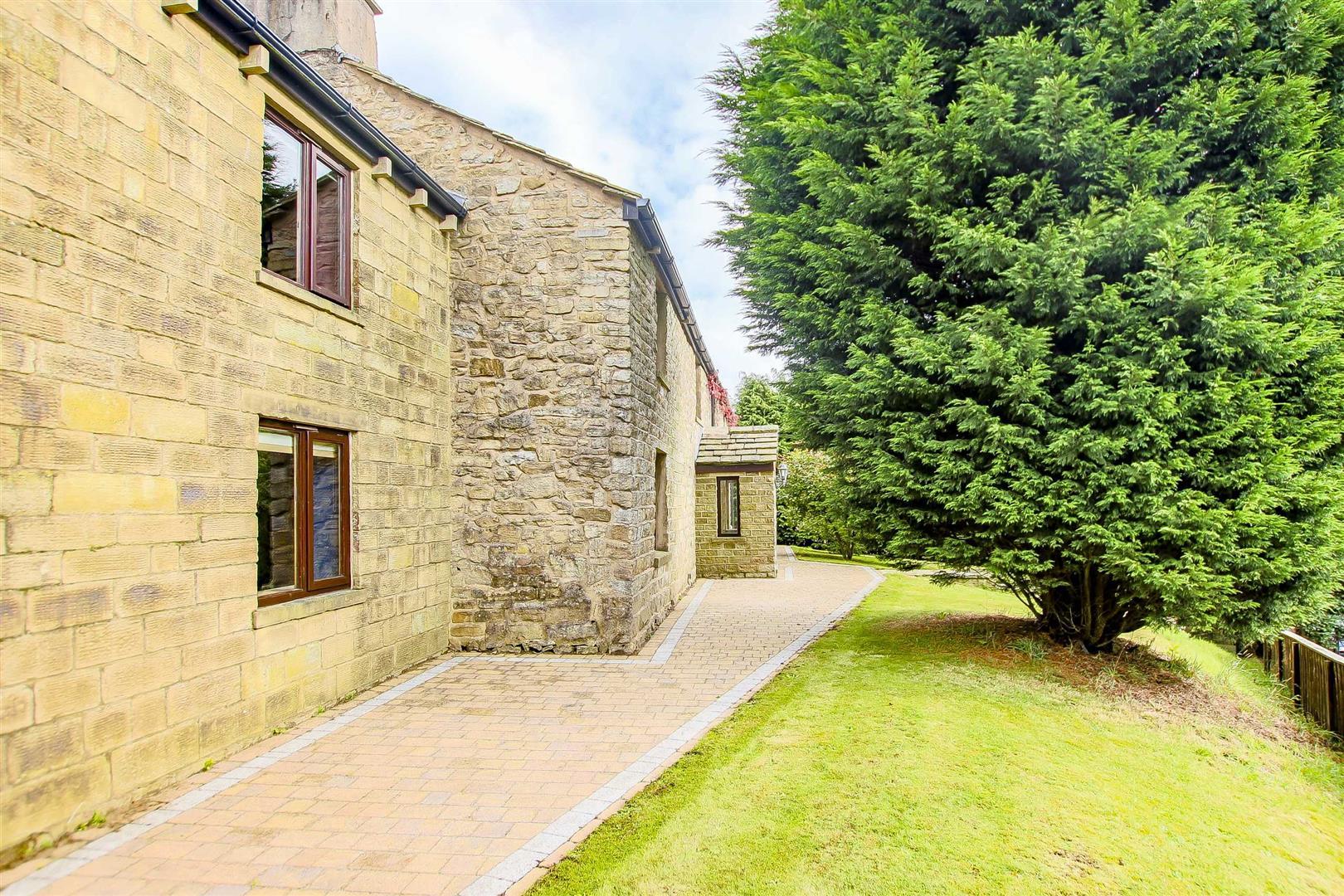 5 Bedroom Cottage For Sale - Image 55
